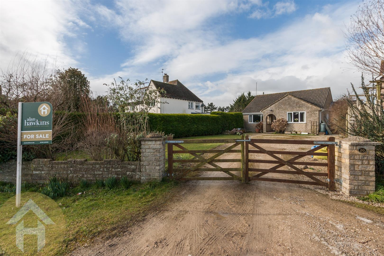 2 Bedrooms Detached Bungalow for sale in Dianmer Close, Hook, Nr Royal Wootton Bassett